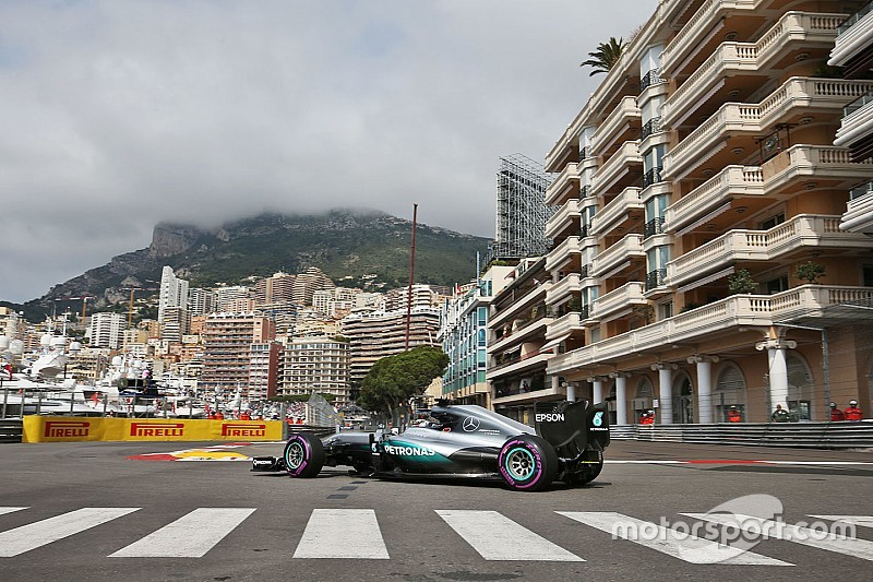モナコGP開幕! FP1はハミルトンがトップタイムも、排水口の蓋が外れ赤旗終了