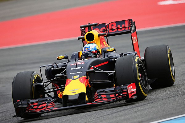 "Formula 1 Ricciardo: Red Bull v Ferrari fight will be ""really close"""