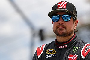 NASCAR Sprint Cup Breaking news Ten cars pile up as Kurt Busch crashes out of the race lead