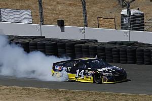 Monster Energy NASCAR Cup Yarış raporu Sonoma NASCAR : Stewart zoru başardı, 3 yıl sonra zirveye döndü