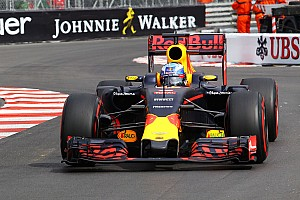 Monaco GP: Ricciardo dominates frantic second practice
