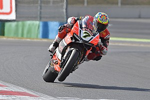 World Superbike Race report Magny-Cours WSBK: Davies passes Rea and Sykes to double up