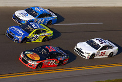 Brian Scott, Richard Petty Motorsports Ford, Paul Menard, Richard Childress Racing Chevrolet, Brian Vickers, Stewart-Haas Racing Chevrolet