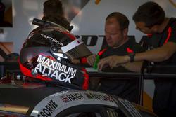 #14 Optimum Motorsport Audi R8 LMS: Edward Sandstroem helmet
