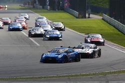 #12 Team Impul Nissan GT-R Nismo GT3: Hironobu Yasuda, Joao Paulo de Oliveira leads at the start