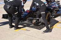 Formule 1 Photos - Fernando Alonso, aileron avant, McLaren MP4-31
