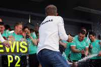 Formula 1 Photos - Winner Nico Rosberg, Mercedes AMG F1 Team celebrates with the team