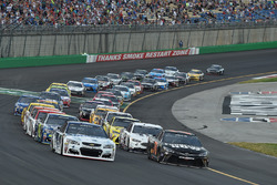 Kevin Harvick, Stewart-Haas Racing Chevrolet, Martin Truex Jr., Furniture Row Racing Toyota are on the front row during a restart