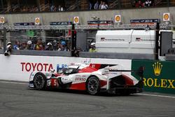 #5 Toyota Racing Toyota TS050 Hybrid: Anthony Davidson, Sébastien Buemi, Kazuki Nakajima stopped on track at the last lap
