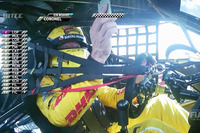 WTCC Photos - Tom Coronel, Roal Motorsport, Chevrolet RML Cruze TC1 uses his telephone while driving