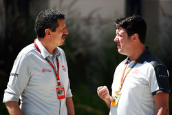 Guenther Steiner, Haas F1 Team Prinicipal with Dave O'Neill, Haas F1 Team Team Manager