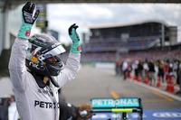 Formule 1 Foto's - Polesitter Nico Rosberg, Mercedes AMG F1