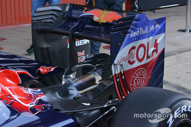 Scuderia Toro Rosso STR11 rear wing detail