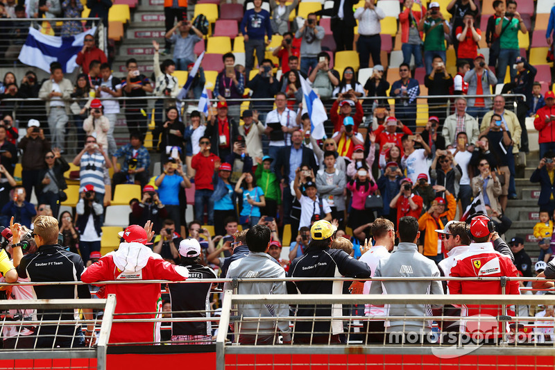 Fans at the drivers parade