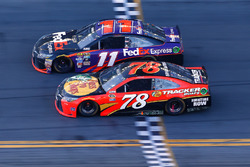 Fotofinish: Denny Hamlin, Joe Gibbs Racing Toyota, Martin Truex Jr., Furniture Row Racing Toyota