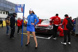 Grid girl of Yvan Muller, Citroën World Touring Car Team, Citroën C-Elysée WTCC