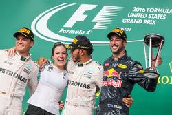 Temporada 2016 F1-united-states-gp-2016-nico-rosberg-mercedes-amg-petronas-f1-w07-victoria-vowles-lewis-h