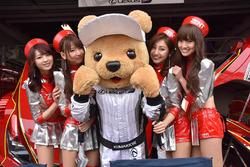 Lexus Kumakichi with lovely grid girls