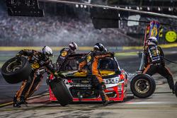Tony Stewart, Stewart-Haas Racing Chevrolet pit action