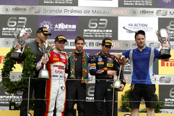Podium: Race winner António Felix da Costa, Carlin Dallara Volkswagen; second place Felix Rosenqvist, SJM Theodore Racing by Prema Dallara Mercedes; third place Sérgio Sette Camara, Carlin Dallara Volkswagen