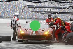 Pitstop for #68 Scuderia Corsa Ferrari 488 GTE: Alessandro Pier Guidi, Alexandre Prémat, Daniel Serra, Memo Rojas