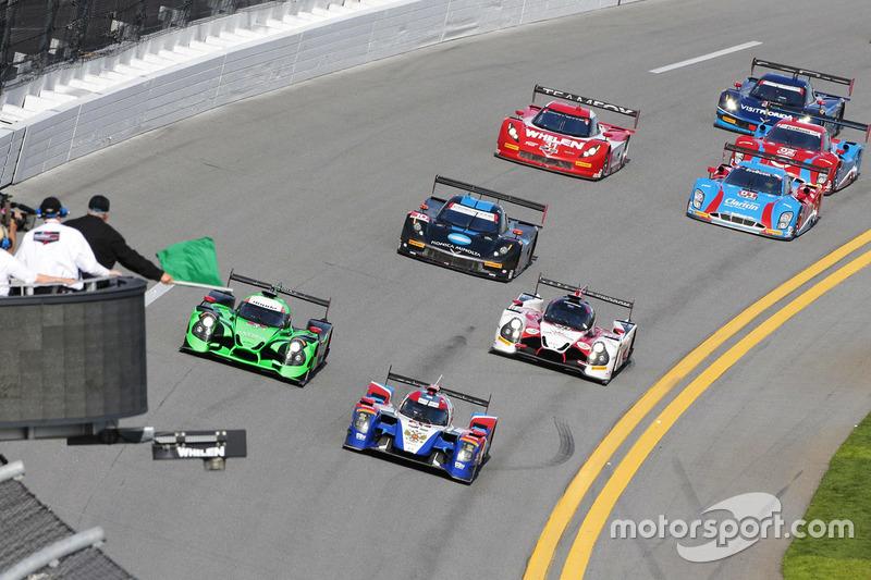 Start: #37 SMP Racing BR01 Nissan: Maurizio Mediani, Nicolas Minassian ...