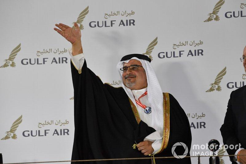 HRH Principe Salman bin Hamad Al Khalifa en el podio.
