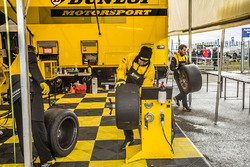 Dunlop mechanic at work