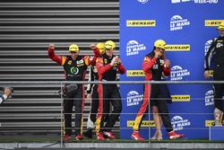 Podium LM GTE: #66 JMW Motorsport Ferrari F458 Italia: Rory Butcher, Robert Smith, Andrea Bertolini