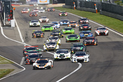 Start action: #58 Garage 59 McLaren 650S GT3: Rob Bell, Alvaro Parente leads