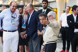 Bernie Ecclestone with Jean Alesi