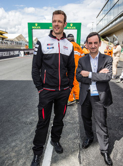 ACO President Pierre Fillon and Alexander Wurz at pit out for the start of the session