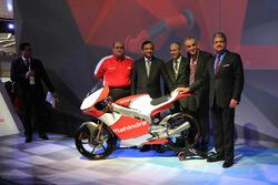 Anand Mahindra, Mahindra Group Chairman, Pawan Goenka, Mahindra & Mahindra Executive Director, Ruzbeh Irani, Mahindra Racing Chairman and Mufaddal Choonia, Mahindra Racing SPA CEO