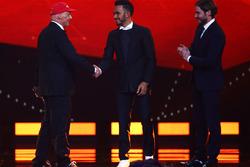 Niki Lauda, Mercedes Non-Executive Chairman shakes the hand of Lewis Hamilton, Mercedes AMG F1 Team