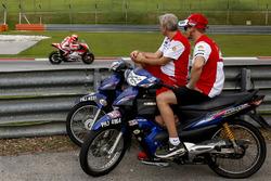 Casey Stoner, Ducati Team watches testing