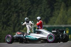 Nico Rosberg, Mercedes AMG F1 W07 Hybrid crashed in the third practice session