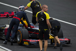 DAMS mechanics helps Pierre Gasly, PREMA Racing push his car back into the garage