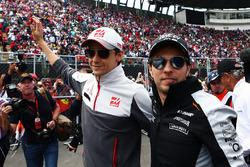 (L to R): Esteban Gutierrez, Haas F1 Team with Sergio Perez, Sahara Force India F1 on the drivers parade