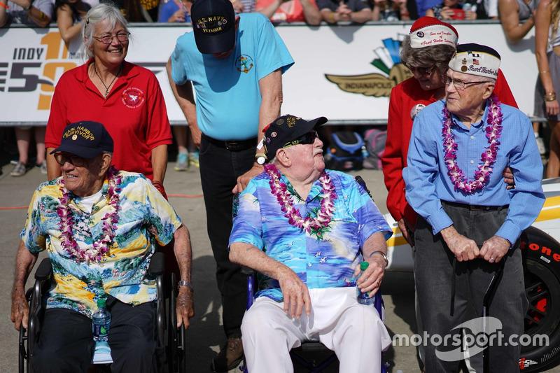 珍珠港幸存老兵获得车迷们最响亮的掌声