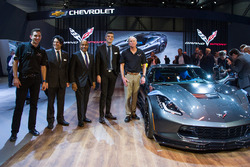 Oliver Gavin, Harlan Charles, Ed Welburn, Ryan Vaughan and Tadge Juechter, with the 2017 Corvette Grand Sport