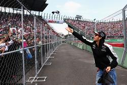 Temporada 2016 F1-mexican-gp-2016-sergio-perez-sahara-force-india-f1-on-the-drivers-parade