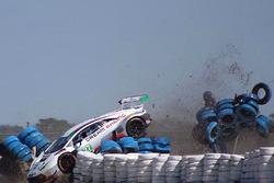Crash für #28 Dream Racing Lamborghini Huracan GT3: Lawrence DeGeorge, Paolo Ruberti, Cedric Sbirrazzuoli
