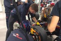 Toro Rosso, prove di pit stop con Max Verstappen e Carlos Sainz