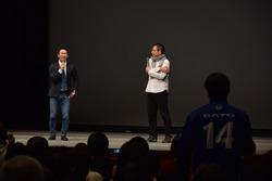 ファンから質問を受ける佐藤琢磨(Takuma Sato)