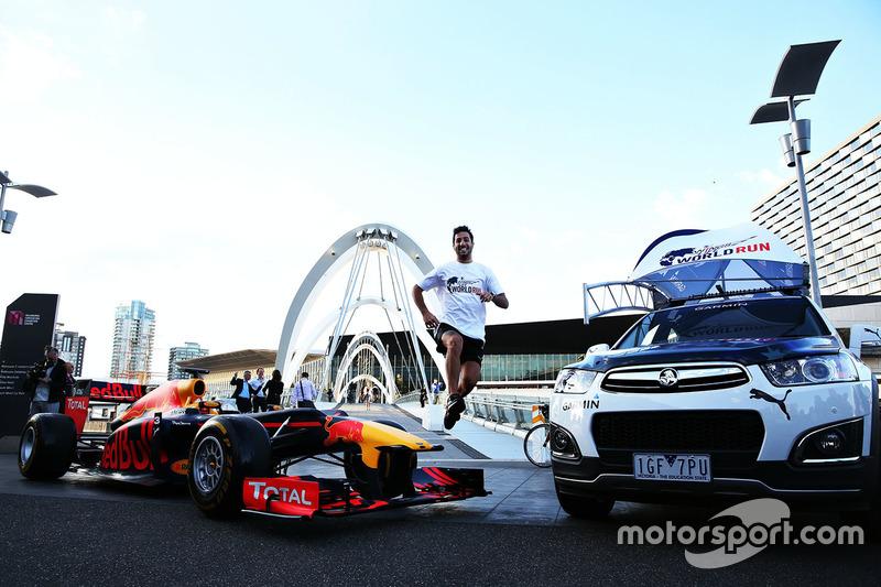Daniel Ricciardo, Red Bull Racing runs across Seafarers Bridge