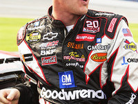 Harvick zooms to Talladega pole