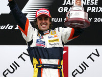 Alonso triumphs in Japan, Hamilton goes pointless