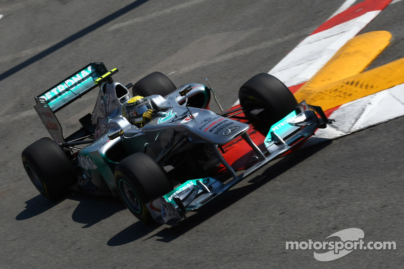 Mercedes keeps working with eye on 2012