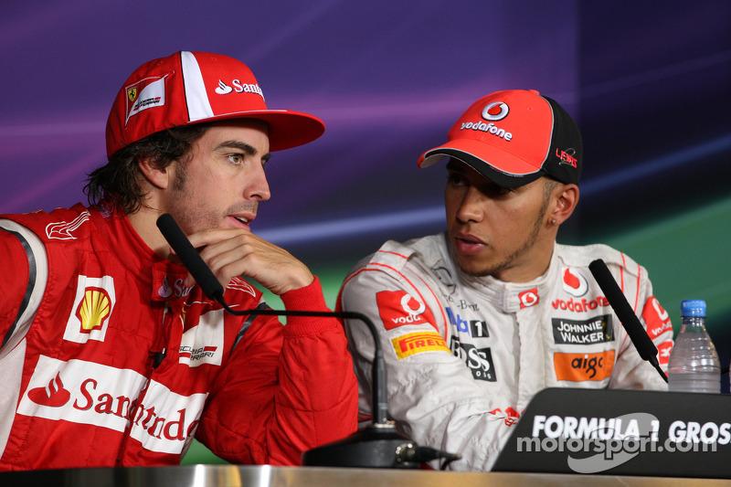 Hamilton, Ferrari Exchange Flirts In Summer Break