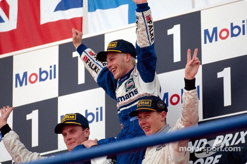 Schumacher Criticism 'Bad For F1' - Villeneuve